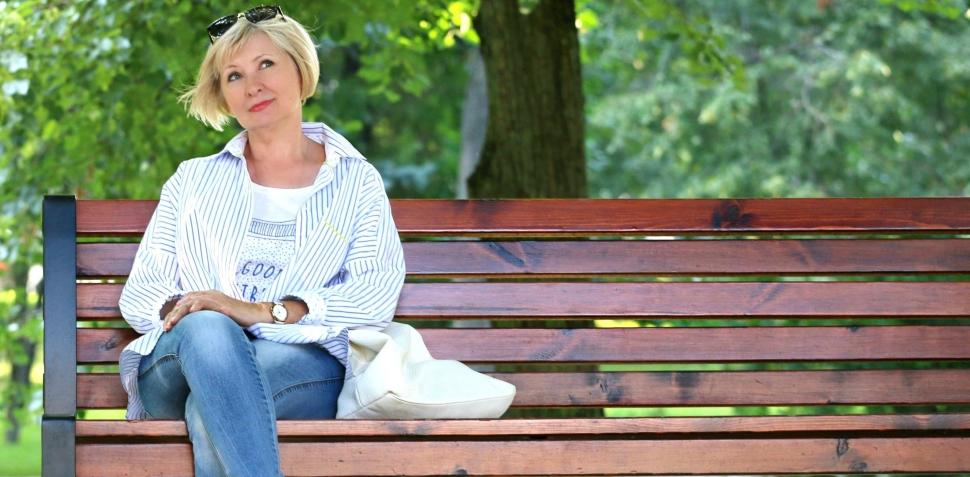 adult-beautiful-bench-157622-e1532499868425.jpg
